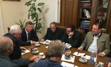 """Delegacja organizacji """"Austriacki Czarny Krzyż"""" u Wicewojewody Piotr Ćwika"""