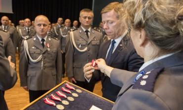 Wojewoda Piotr Ćwik odznaczył Policjantów za Długoletnią Służbę