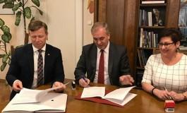 Podpisanie umowy na przebudowę dróg w gminie Gołcza