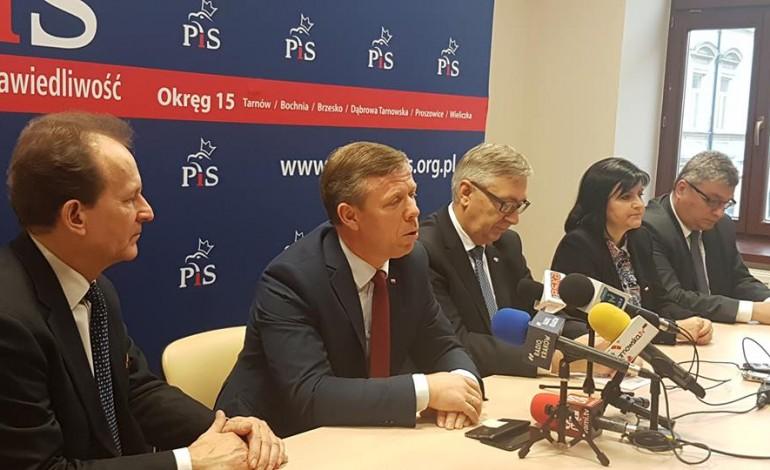 Prawo i Sprawiedliwość realizuje swój program – konferencja prasowa w Tarnowie