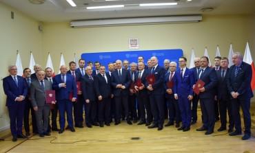 Minister Joachim Brudziński przyjechał do Małopolski z promesami
