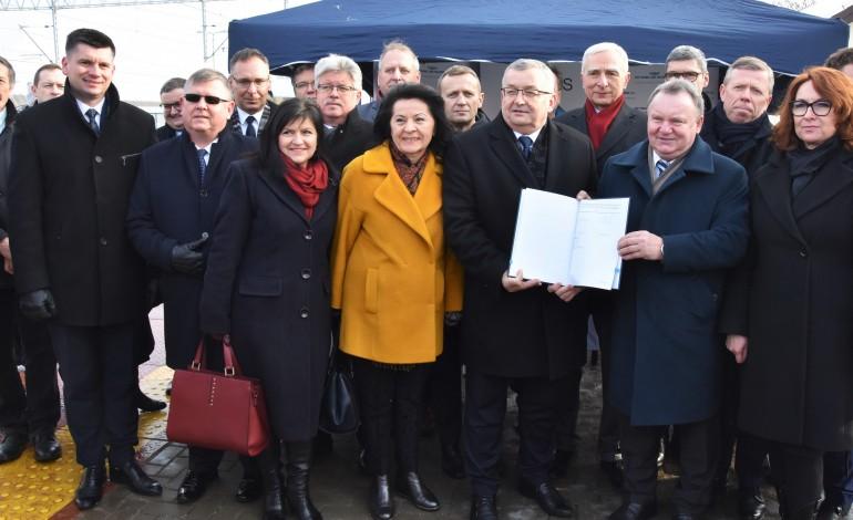 """Podpisanie umowy na dokumentację budowy linii """"Podłęże – Piekiełko"""""""