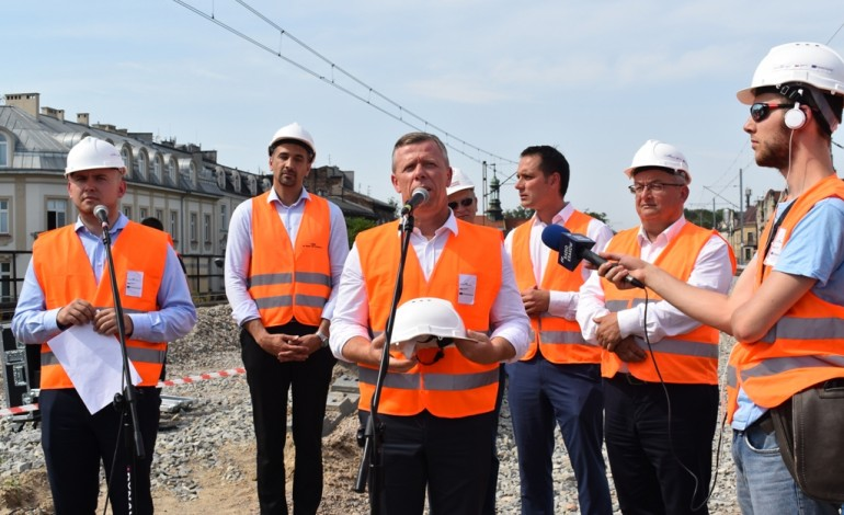 Pociągi na nowej estakadzie w Krakowie
