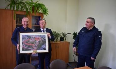 Z okazji jubileuszu utworzenia Policji wojewoda małopolski odwiedził krakowskie komisariaty